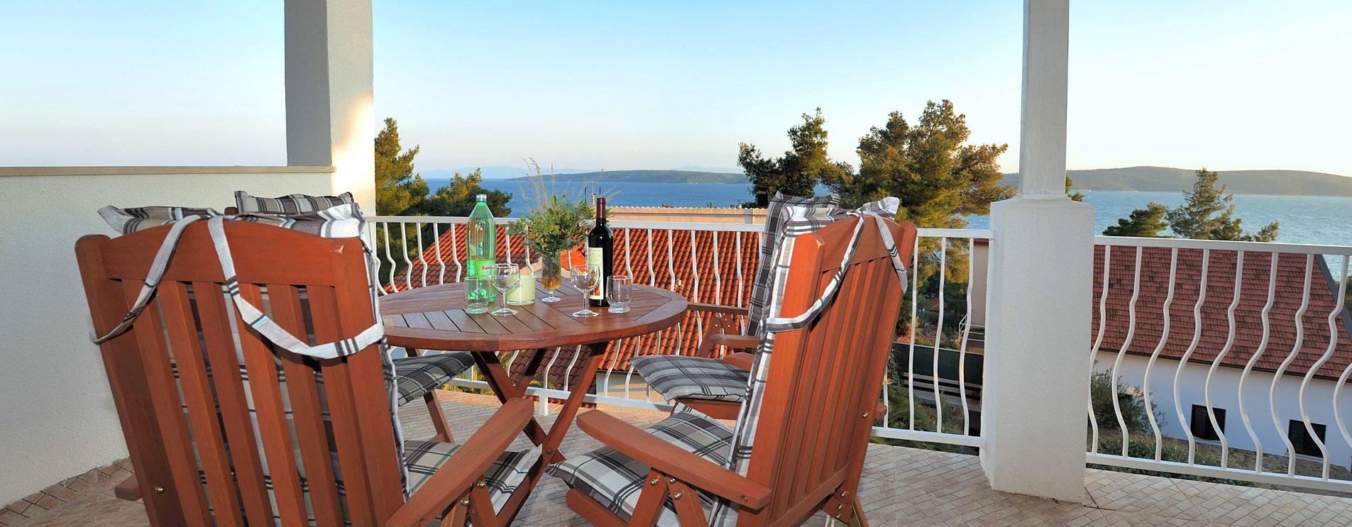 Geräumige Terrasse mit einem wunderschönen Blick aufs Meer